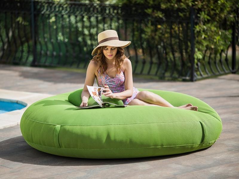 Ajoutez du mobilier d'extérieur design pour le beau temps